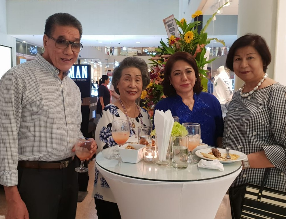 DAVID YOUNG, Flor Ynclino, Cely Llanos and Annie Mabalatan