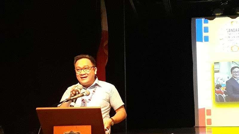 CAGAYAN DE ORO. Xavier Center for Culture and the Arts (XCCA) director Hobart Savior, who is also the representative of the National Committee on Cinema in Mindanao, during his presentation on Guerrillas in the Midst: A Narrative on the Role of Mindanao Cinema in the Digital Age by Mr. Dax Cañedo. (Jo Ann Sablad)