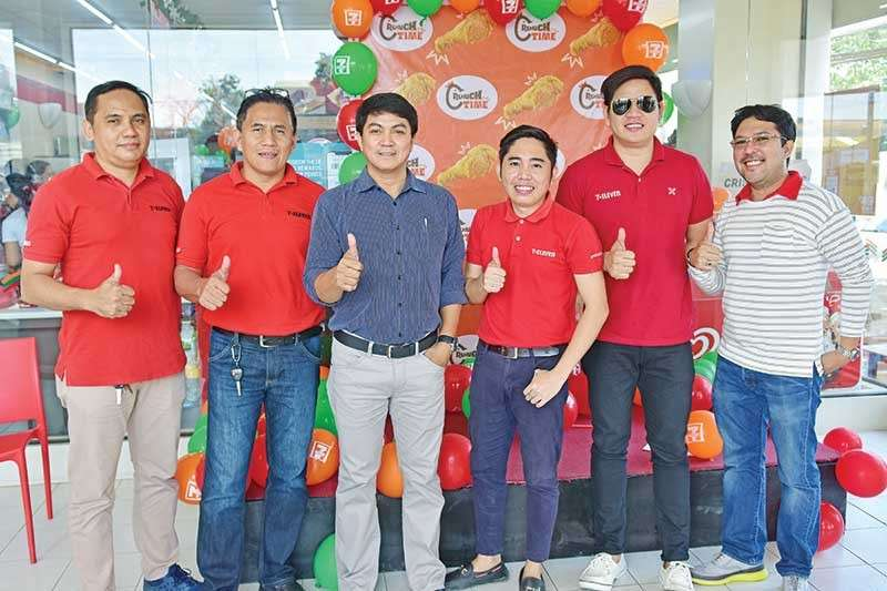 CRUNCH TIME. From left, Philippine Seven Corporation Northern Mindanao Dist. Manager Leo Dajao, Southern Mindanao Dist. Manager Fred Ramizo, Regional Operations Manager, MRBU Gil Abad, Kitchen Operations Field Consultant Aldin Lorenzo, Section Manager - Business Devt. Departmet Dennis Tablante, and Section Manager - Design and Construction Rommel Segun during the launching of Crunch Time at 7/11 branch in Mamay Road, Davao City. (Macky Lim)