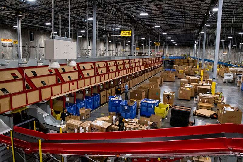 ALL SET. The DHL distribution center is fully automated, ready for the huge volume expected for Black Friday and Cyber Monday. As the country gears up for the busiest shopping season of the year, consumers and retailers are warned about websites vulnerable to hackers. (AP photo)