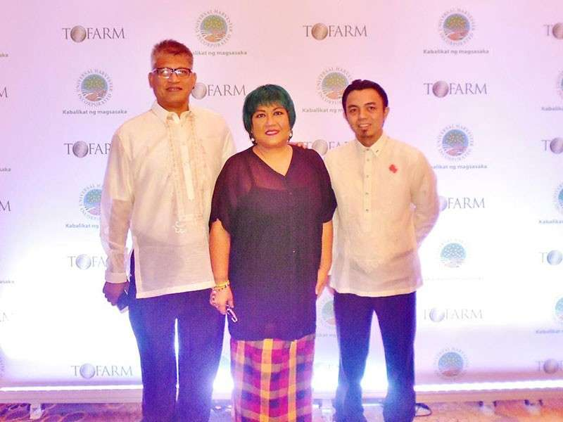 MANILA. PeacePond founders Jesus Antonio (left) and Checcs Orbida with nominator Gus Rivas, president of JCI Chicks Kabankalan, at the sidelines of The Outstanding Farmer of the Philippines awarding ceremony held at Makati Shangri-La Hotel in Metro Manila, on November 18.(Contributed photo)