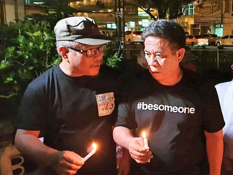 "BACOLOD. National Union of Journalists of the Philippines chairman Jose Jaime ""Nonoy"" Espina (left) and Negros Press Club president Renato ""Boy"" Duran during the commemoration of the 9th year anniversary of the Ampatuan massacre. (Carla Cañet)"