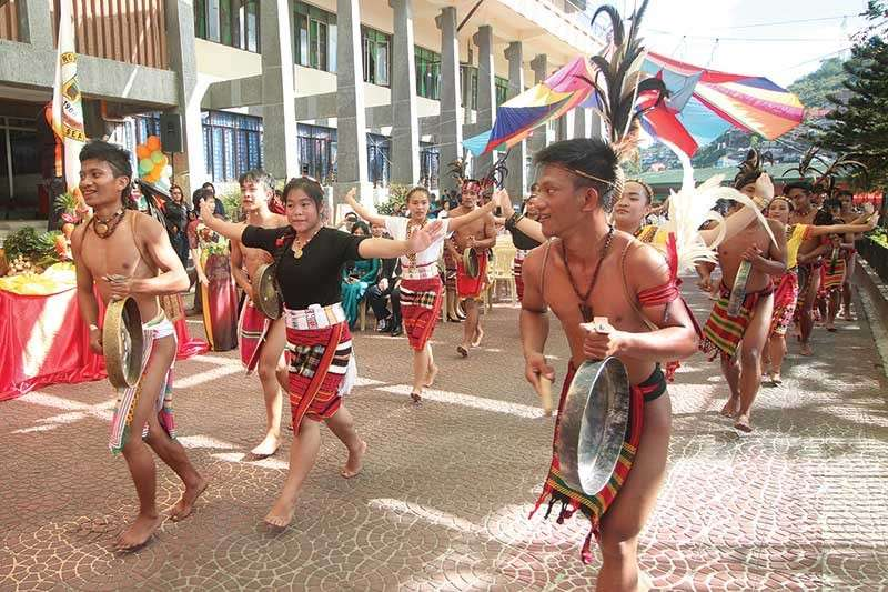 RICH IN CULTURE. Indigenous youth garbed in ethnic wear dance to the beat of the gongs as they parade from Km. 5, La Trinidad to the Benguet Capitol to celebrate the province's 118th founding anniversary and Adivay festival. (Jean Nicole Cortes)