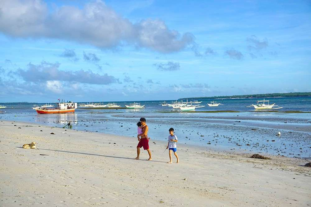 A FUTURE BORACAY? In 2021, this empty beach in Bantayan may be teeming with local and foreign tourists. That is, if the plan to turn the airstrip in Sta. Fe into a commercial airport is realized. Access to the island is currently limited to motorized bancas, barges and Roro vessels. (SunStar foto / Alex Badayos)