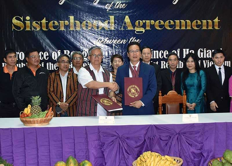 BENGUET. Benguet Governor Crescencio Pacalso and Chairman Nguyen Van San of Ha Giang, Vietnam forge a Memorandum of Understanding on Benguet and Ha Giang sisterhood as part of the 118th Benguet Foundation Anniversary and the Adivay Festival celebration at the Benguet Provincial Capitol on Friday, November 23. (Photo by Redjie Melvic Cawis)
