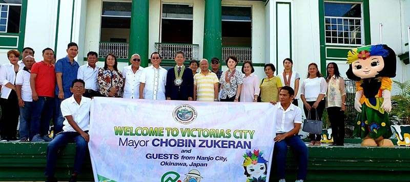 Victorias City officials led by Mayor Francis Frederick Palanca welcome Nanjo City, Japan Mayor Chobin Zukeran and his delegation Monday, November 26. (Carla Cañet)