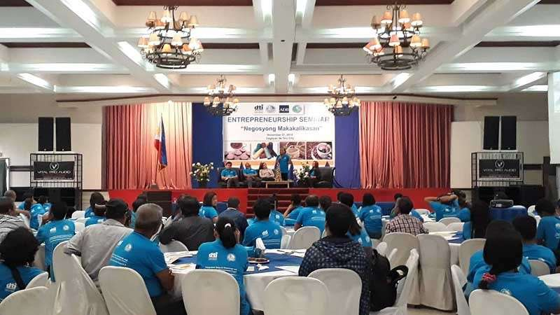 CAGAYAN DE ORO. Over 100 farmers representing the peoples' organizations from Bukidnon and Misamis Oriental participate in the entrepreneurial seminar, Negosyong Makakalikasan, conducted by the Department of Trade and Industry-Northern Mindanao, in partnership with the Department of Environment and Natural Resources, on November 27, 2018 at the Dynasty Court Hotel. (Photo by Jo Ann Sablad)