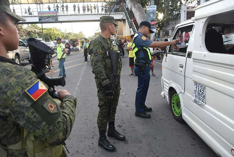 ORDER ON THE ROAD. Military men carrying long firearms will now be visible on Cebu's roads to help ensure order, as specified under the newly created Inter-Agency Council for Traffic (I-ACT), a move welcomed by some mayors of Cebu. What do you think? (SunStar photo/Allan Cuizon)