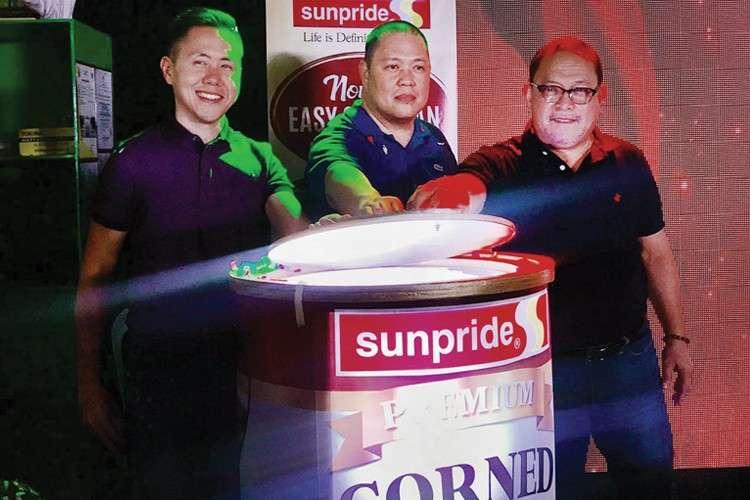 "Sunpride Foods Inc. VIPS  open the event showcasing Sunpride Premium Corned Beef's ""easy open can."""