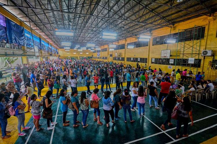 Early Christmas. That's what it felt like for some 6,000 public school teachers and personnel after they received their financial assistance from the Cebu City Government at the Cebu City Sports Center Friday morning, Nov. 30. (SunStar Foto / Amper Campaña)