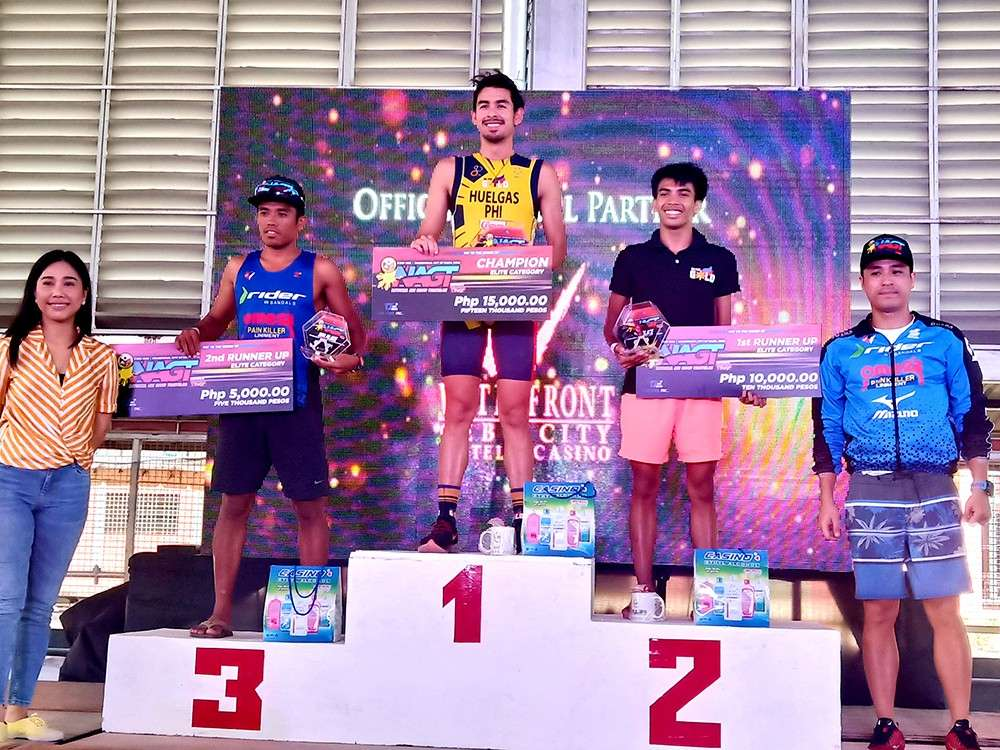 CHAMPION. Nikko Huelgas is P15,000 richer after topping the men's elite division of the Naga age group triathlon. (SunStar foto / Richiel S. Chavez)