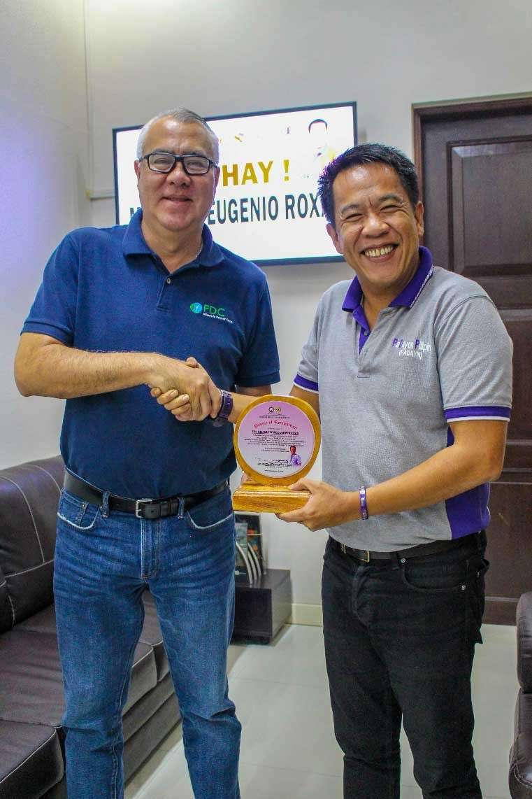 CAGAYAN DE ORO. Misamis Oriental Gov. Bambi Emano beams as he gives the plaque of appreciation to FDC Misamis Power Corporation (FDC Misamis) President and CEO Juan Eugenio Roxas as a gesture of gratitude to the Gotianun-led power firm as the No.1 Real Property Taxpayer in the entire province. (Contributed photo)