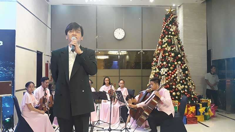 CAGAYAN DE ORO CITY. Limketkai Luxe Hotel General Manager Jerome de la Fuente during the launching of the hotel's fund-raising project Tree of Hope Sunday, December 2. Behind him is the Lourdes College Strings and City Mayor Oscar Moreno's Christmas tree. (Jo Ann Sablad)