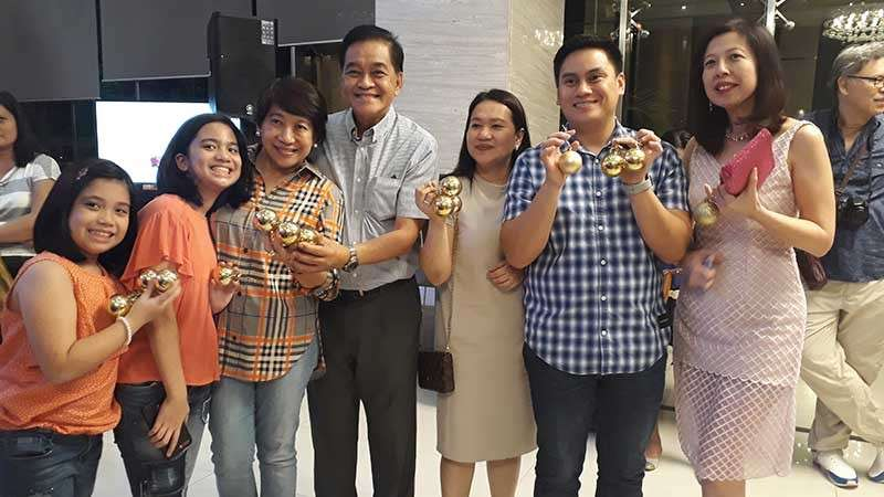 CAGAYAN DE ORO CITY. Cagayan de Oro City Councilors Jay Roa Pascual and Suzette Magtajas-Daba, Congressman Maxie Rodriguez and his family bought Christmas balls as part of the Tree of Hope project of Limketkai Luxe Hotel. (Jo Ann Sablad)