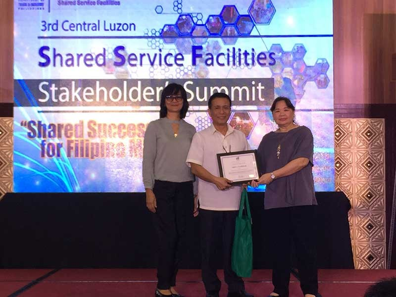 PAMPANGA. DTI-Central Luzon Director Judith Angeles and Assistant Regional Director Zorina Aldana present the plaque of appreciation to BSMED Director Jerry Clavesillas for being guest of speaker in the recently concluded 3rd Regional SSFs Stakeholders' Summit. (Princess Clea Arcellaz)