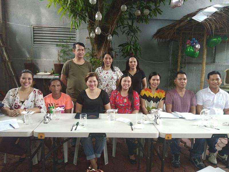BACOLOD. The officers and members ofUniversity of Negros Occidental– Recoletos in Talisay Batch 1993led by Khyn Yap with Nidz Villones of NRV Production.(Contributed photo)