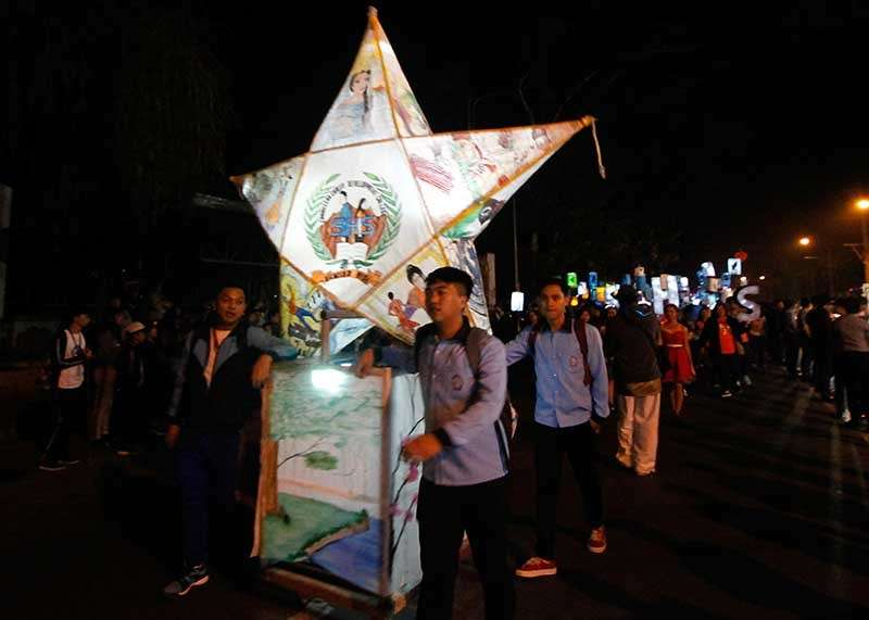 BAGUIO. La Trinidad welcomes the Christmas season with a parade of lights from Km. 6 to the municipal building. The parade was followed by the lighting ceremony of the mini Christmas village within the vicinity. (Jean Nicole Cortes)