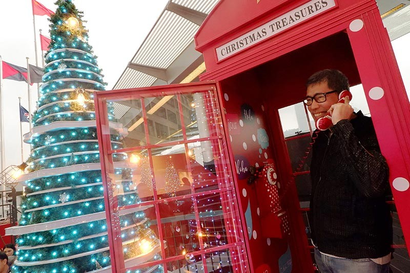 Direct line to Santa (don't we all wish it) at the Christmas Treasure phone booth.