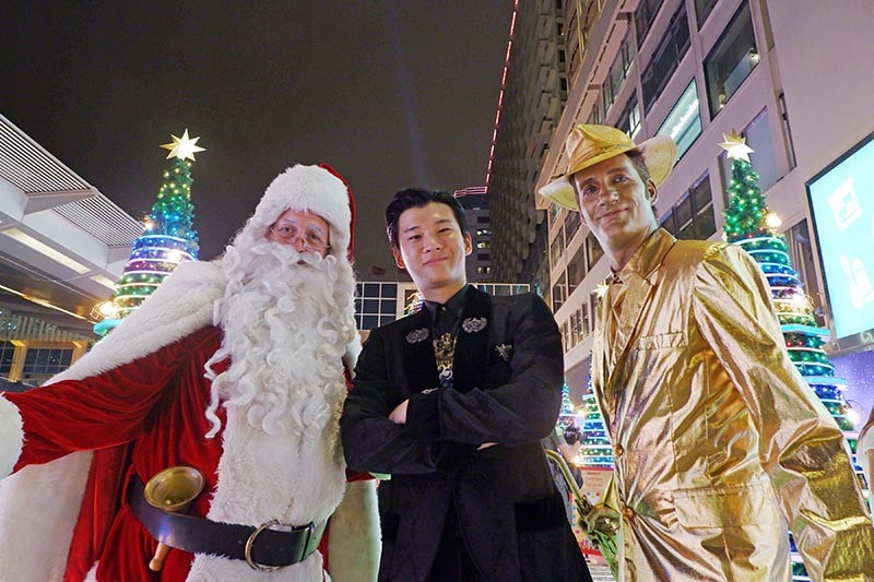 Meet & greet Santa every weekend. Pinoy influencer Richard Juan graced the opening event.