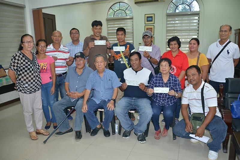 BACOLOD. Negros Occidental Governor Alfredo Marañon, Jr. (seated, 2nd from left) at the turn over of checks to the municipality of Candoni at the Provincial Capitol Tuesday. (Capitol)