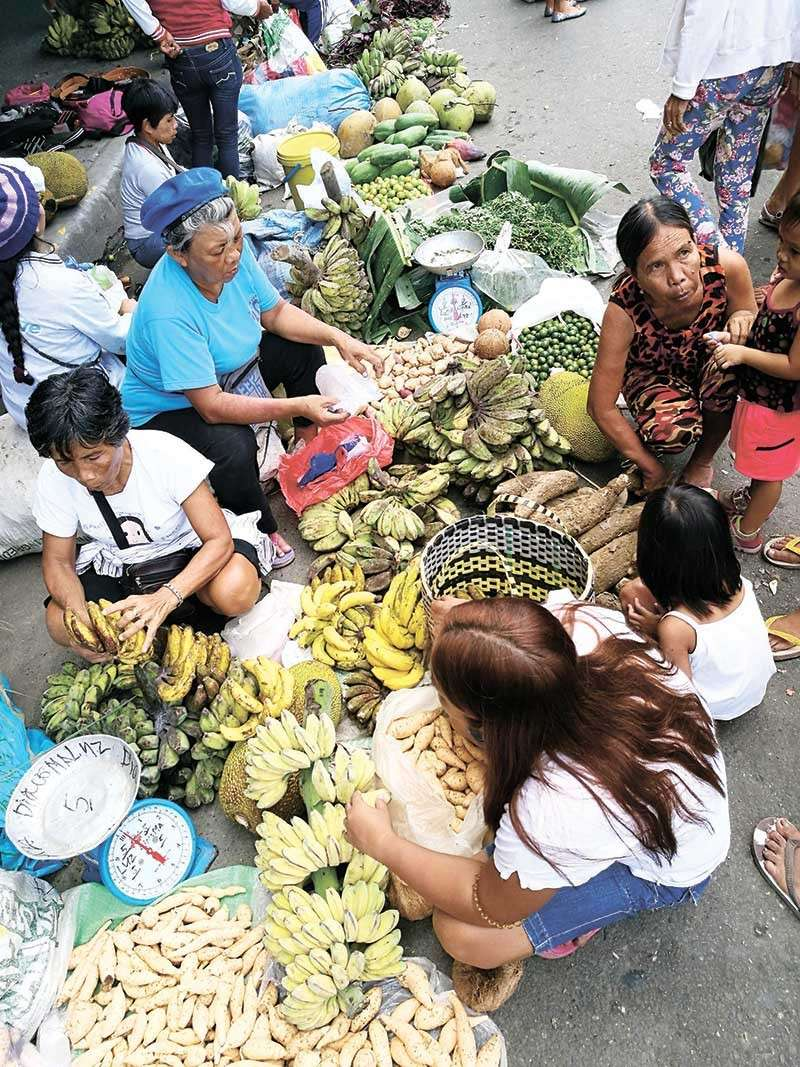 TIMELY. Prices of consumer goods in the market have gone down, which according to the economic managers is an early treat for Filipinos this holiday season. (SunStar file photo)