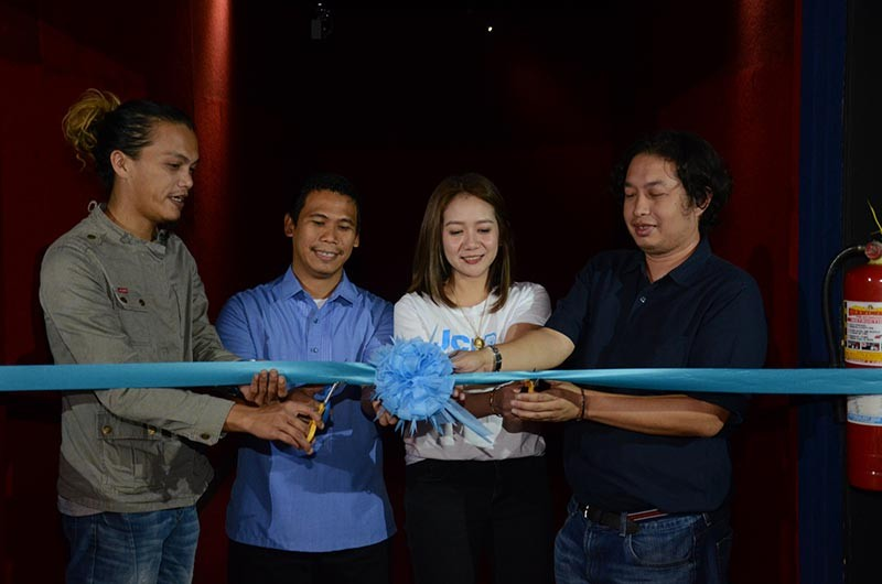 DAVAO. (From left) Jamir Mallari, FDCP Davao City lead officer; Rudisel Alberina, DACFI program director; Barbie Blanco, JCI Davaoeña Dabadaba president; and festival director Rudolph Alama cut the ribbon to formally start the 16th Mindanao Filmfest. (Contributed photo)