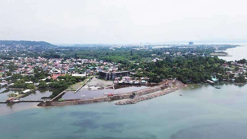 DAVAO. Package 7 (2018) of the ongoing Davao City Coastal Road Project, Punta Dumalag section. (Department of Public Works and Highways)