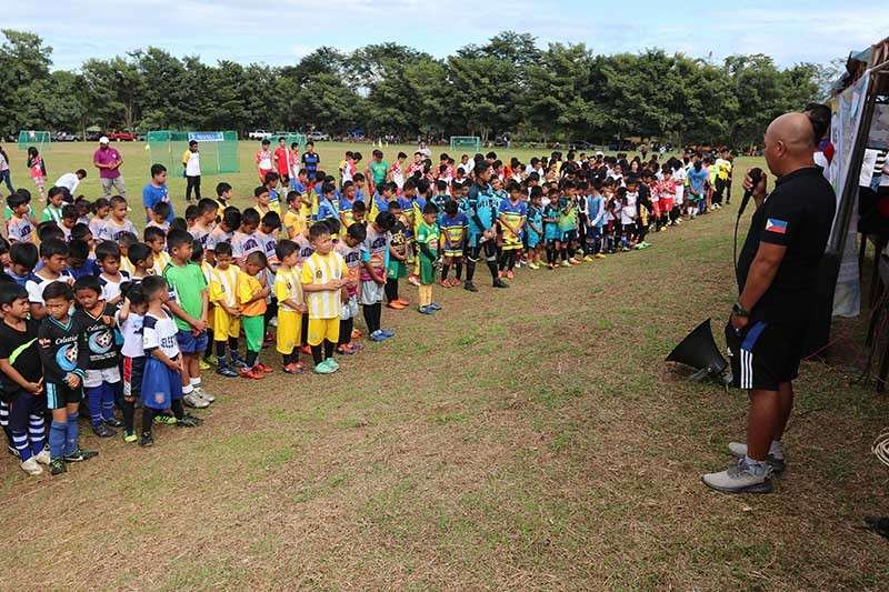 CAGAYAN DE ORO. Newcamp United FC head coach Guiller Sumampong delivers his message to participants of the 3rd Anlaw ta Tankulan Football Festival. (SunStar photo by Jack Biantan)
