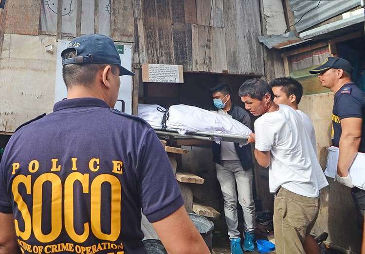 Dawn violence. The body of drug surrenderer Lemuel Guardiana is carried out of his house in Barangay Tabok after he was shot several times by unidentified men around 4 a.m. on Friday, Dec. 7.  (SunStar Foto / Alan Tangcawan)