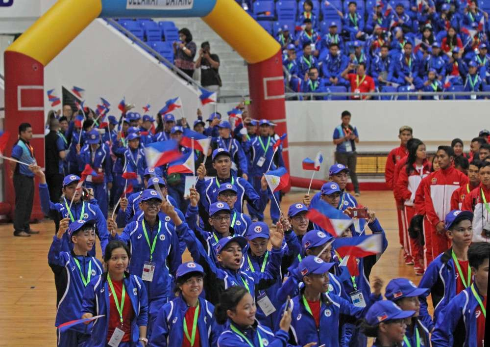 PARADE. Delegates of Team Mindanao-Philippines joins the parade of contingents during the opening ceremony held at the Indoor Stadium in Bandar Seri Begawan, Brunei on Friday morning.
