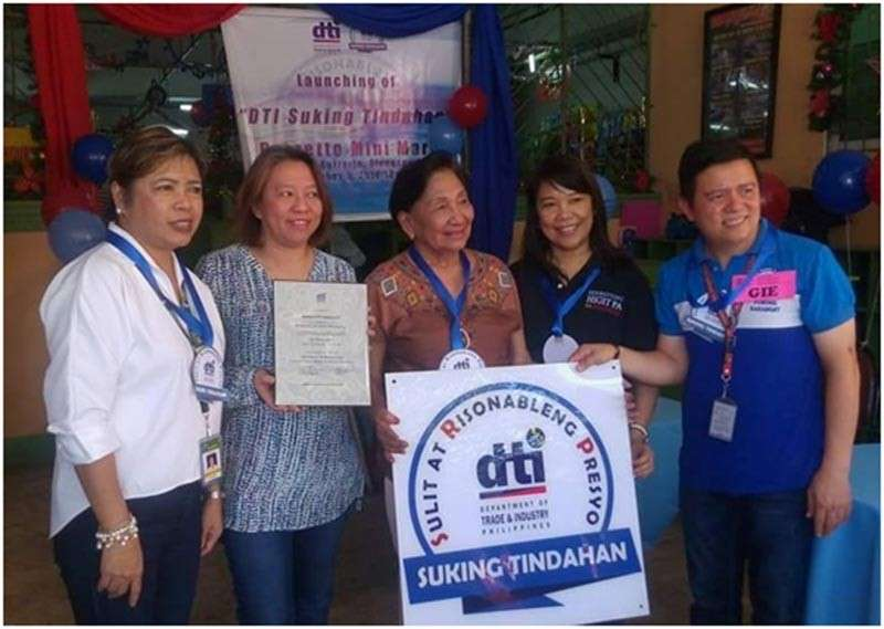 "PAMPANGA. Olongapo City Acting Mayor Lugie Lipumano, Barretto Mini-Mart owners Alma and Rosita Upchurch, DTI Zambales provincial director Leonila Baluyut and Barretto barangay captain Gie Baloy during the launch of the first ""Suking Tindahan"" in Olongapo City. (Contributed Photo)"