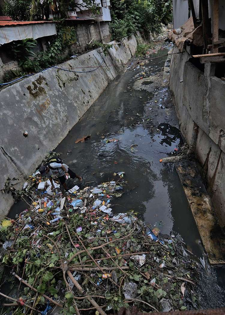 River rehabilitation. The sight of clogged waterways may soon be a thing of the past as the DENR 7 orders the comprehensive cleanup of 12 river systems in the region, six of which are in Cebu. (SunStar Foto / Amper Campaña)
