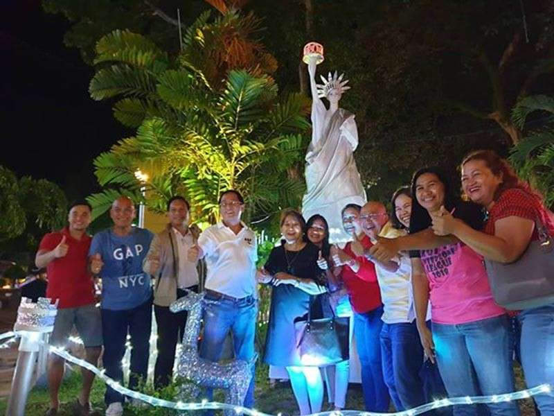 BACOLOD. Mayor Francis Frederick and his fellow city officials happily pose at the Statue of Liberty. (Carla N. Cañet)