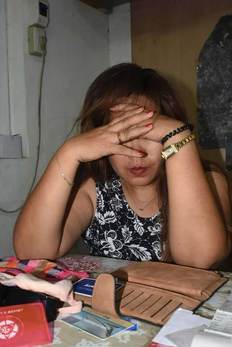 """ADMISSION, DENIAL. Suspect Lunalyn De Pedro, a mother of three, admits she is a """"skimmer,"""" having learned the craft in 2009 yet. However, she denies belonging to any syndicate. (SunStar photo/Allan Cuizon)"""