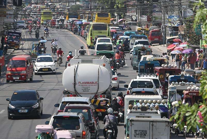 "SMOOTHER CHRISTMAS TRAVEL. Cebu Provincial Capitol and Minglanilla officials will impose a daytime ban on the delivery of some goods in Minglanilla to avoid a repeat of the ""carmageddon"" that occurred in December 2017 when motorists and commuters got stuck in traffic for five to 10 hours in Talisay City and Minglanilla at the height of the Christmas rush. Minglanilla, home to many residential projects and small businesses, is the gateway to the south of Cebu. (SunStar Cebu/Alex Badayos)"