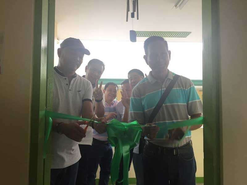 PAMPANGA. Masantol vice-mayoral bet Councilor Boboy Lacap and ABC President Gil Navarro cut the ribbon to mark the official inauguration of the new MSNHS building. Joining them are Congressman Juan Pablo 'Rimpy' Bondoc, Board Member Pol Balingit, Mayor Danilo Guintu and Principal Elmer Meneses. (Princess Clea Arcellaz)