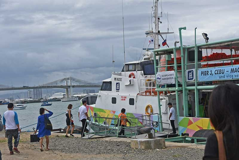 OPTION. Topline Express launches its ferries plying the Mactan-Cebu route. Workers can now avoid the traffic in the cities of  Mandaue, Lapu-Lapu and Cebu. (SunStar photo/Allan Cuizon)