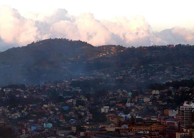 BAGUIO. As Baguio City's problem on traffic congestion and urbanization continue, the debate remains on whether the Summer Capital is primed for closure or not. (Jean Nicole Cortes)