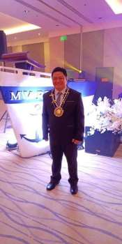 """TACLOBAN CITY. Dr. Ronelo Al Firmo beams with pride after he was awarded as this year's """"Most Outstanding Schools Division Superintendent"""" in the division banner project implementation in the entire Department of Education (DepEd) in Eastern Visayas during the """"Region 8 is Great: A Golden Voyage"""" recognition ceremony at the Summit  Hotel in Tacloban City on December 13. (Contributed photo)"""