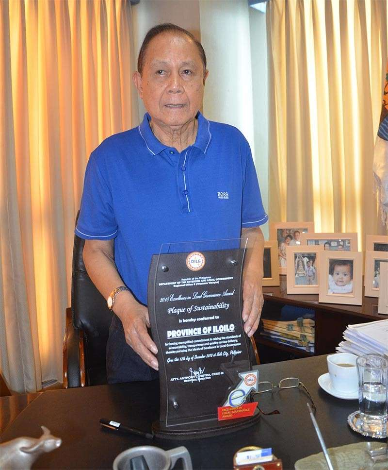 ILOILO. Governor Arthur Defensor, Sr. shows the Plaque of Sustainability received by Iloilo Province from Excellence in Local Governance (Excell) Awards of the Department of the Interior and Local Government- Western Visayas. (Contributed photo)