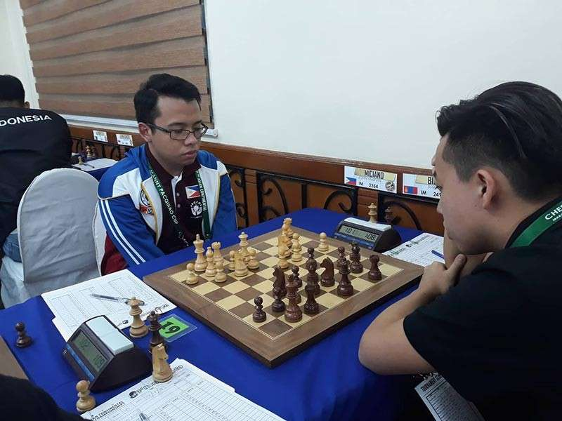 Davao City's international master (IM) John Marvin Miciano, left, battles IM Sumiya Bilguun of Mongolia in fifth round of the 17th Asian Continental Chess Championships second Manny Pacquaio Cup Open at Tiara Oriental Hotel in Makati City. (James Infiesto)