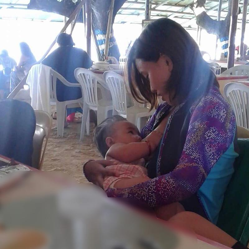 DAVAO. Unli latch. This writer feeds her daughter, Yanna, while at the beach. (Contributed Photo)