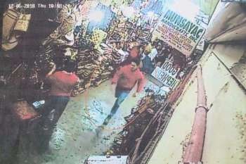 BAGUIO. The alleged suspect who gunned down Imam Bedejim Abdullah, a Muslim cleric and preacher in front of Kayang Business Center on December 6 was seen running inside the Maharlika Livelihood Center based on the closed-circuit television (CCTV) clips taken in the area. Muslims are now offering P1-million bounty for the immediate arrest and identification of the gunman. (Photo by Jean Nicole Cortes)