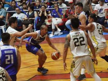 Holding on. The Cebu City Sharks improved to 7-11 to take the seventh spot in the Southern Division of the MBPL. (SunStar File)
