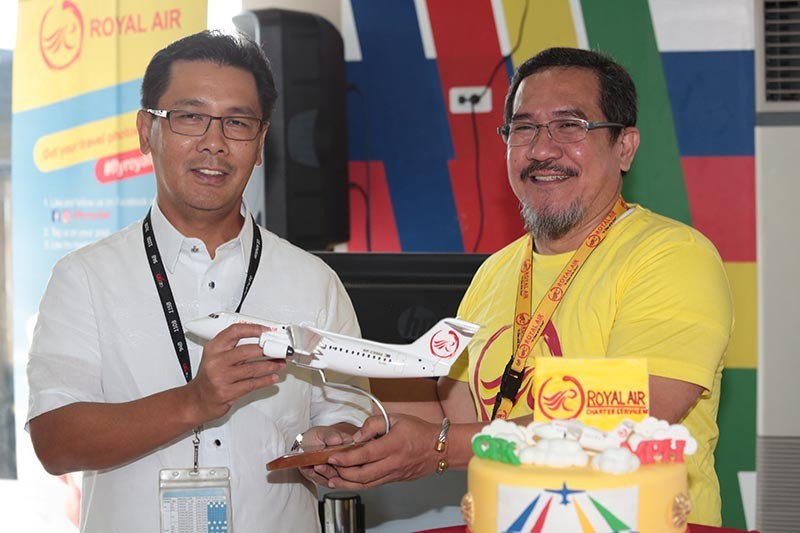 PAMPANGA. Clark International Airport Corp. (CIAC) President and CEO Jaime Alberto Melo (left) and Royal Air CEO Ed Novillas cut a ceremonial cake officially launching Royal Air's service between the Clark International Airport (CRK) and Boracay via Caticlan. The service is the first of five that will be launched by Royal Air from the Clark International Airport (CRK) in the Clark Freeport Zone, Pampanga. (CIAC-CCO)