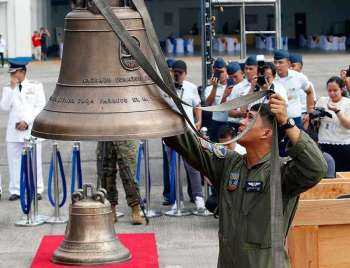 MANILA. Philippine Air Force personnel unload the three Balangiga bells seized by American troops as war trophies more than a century ago. The bells are handed back to the Philippines Tuesday, December 11, 2018. (Al Padilla/SunStar Philippines)