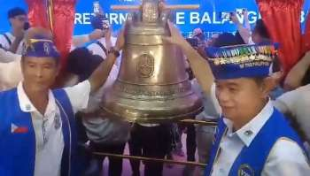 EASTERN SAMAR. Residents of Balangiga in Eastern Samar welcomed Saturday the return of the bells that were seized by American troops more than a century ago. The bells were turned over to the Diocese of Borongan and officials of Balangiga town on Saturday, December 15. | Via Ronald Reyes