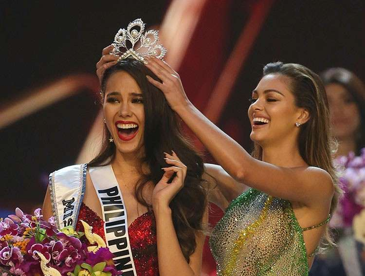 THAILAND. Catriona Gray of the Philippines (left) reacts as she is crowned the new Miss Universe 2018 by Miss Universe 2017 Demi-Leigh Nel-Peters during the final round of the 67th Miss Universe competition in Bangkok, Thailand, Monday, December 17, 2018. (AP)