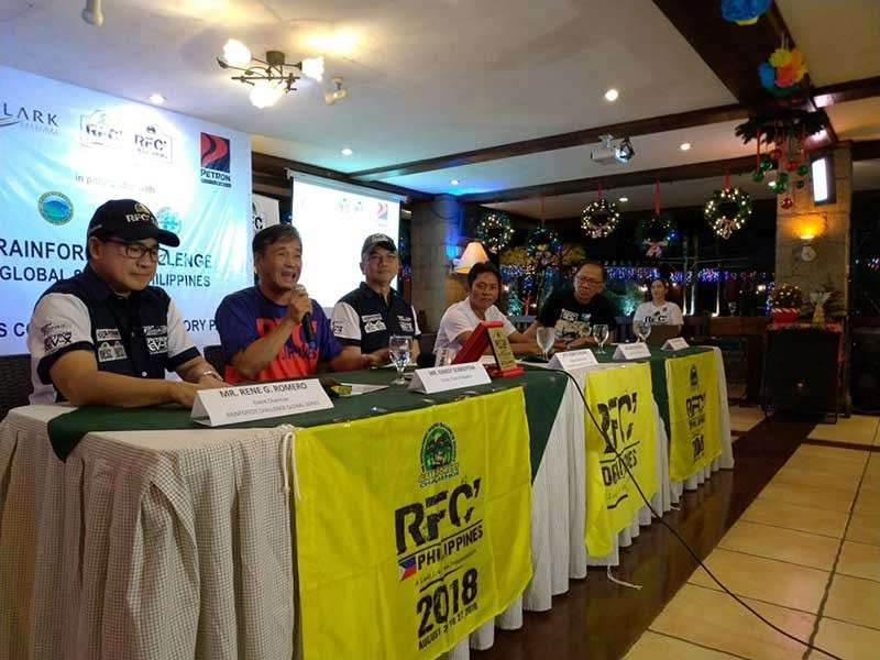 PAMPANGA. RFC Team Philippines Driver Randy Sobrepena narrates his team's experiences at the recently concluded Rain Forest Challenge in Malaysia. Also in photo are RFC Event chair Rene Romero, RFC Philippine representative Robby Consunji, co-driver Box-C Malonzo, and Marni Castro. (Photo by Reynaldo G. Navales)