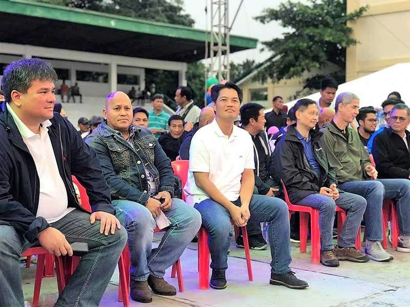 """NEGROS. Third District Representative Alfredo Benitez (3rd from left) leads the """"Asenso"""" general assembly on Thursday, December 20, during his birthday, in Talisay City, with (from left) Silay City Mayor Mark Golez, retired police director general Ronald dela Rosa, Francisco Benitez, Vice Governor Eugenio Lacson and Abang Lingkod party-list Representative Stephen Paduano. (Contributed photo)"""